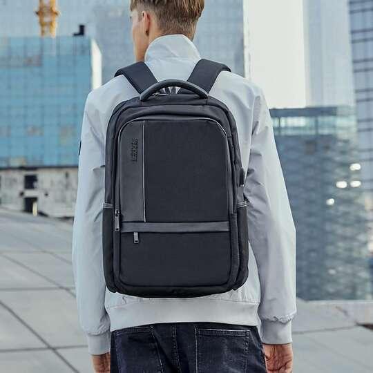 """Plecak Arctic Hunter na laptopa 17,3"""" B00120 z USB"""